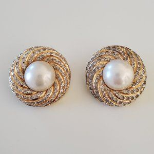 Earring gold with fake pearl with clips on back